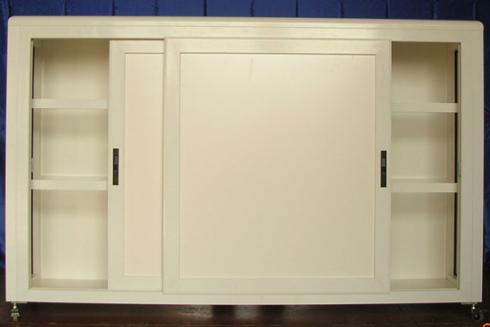 La ditta realizza anche armadi metallici per ufficio.