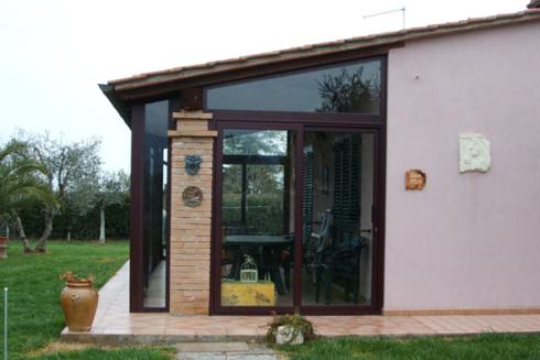 La ditta si occupa anche della realizzazione di verande per abitazioni.