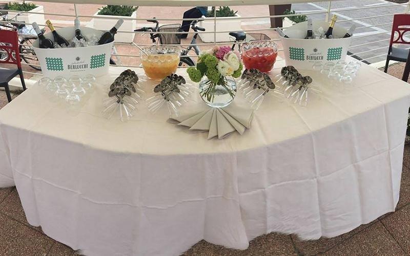 tavolo ristorante con vista giardino