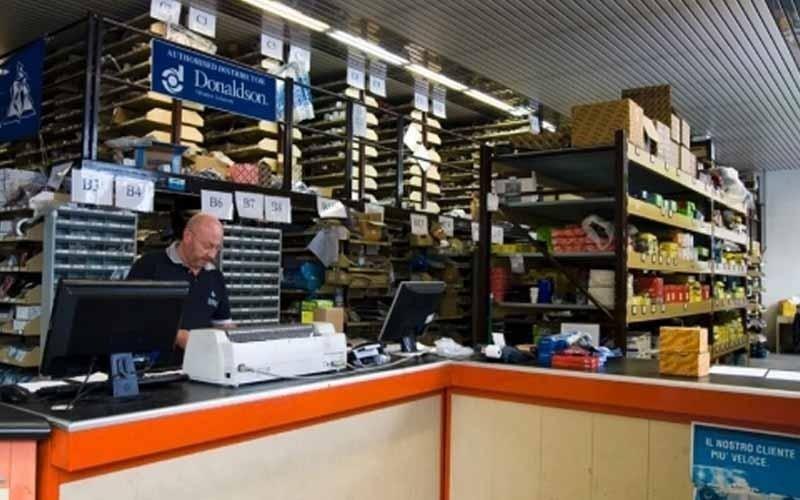 commercio ricambi e componenti auto