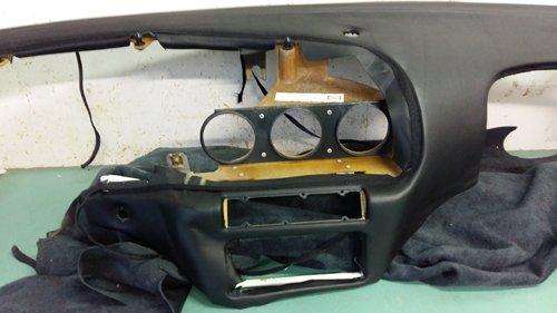 pezzo del cruscotto per auto da riparare