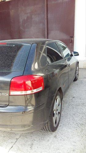 vista parziale parte posteriore di un auto