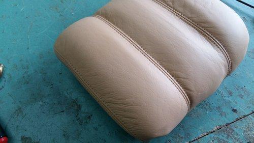 cuscino appoggiato su una superficie