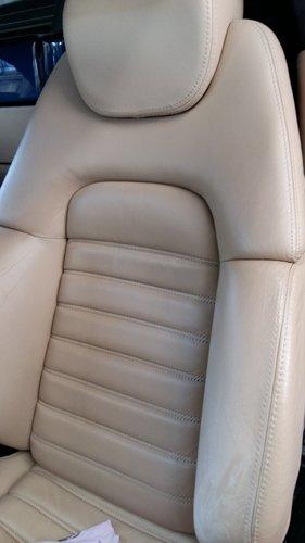 postazione guidatore beige - vista angolare