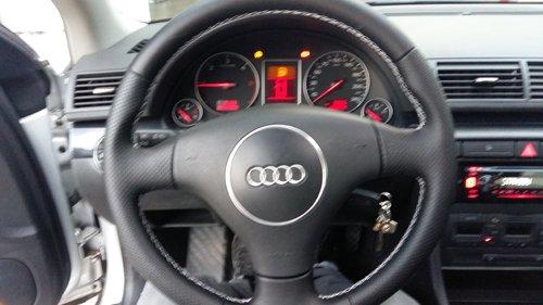 volante di un auto marca AUDI