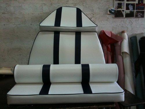 tappezzeria bianca con righe nere