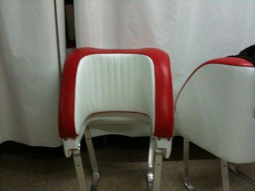 sedili bianchi e rossi
