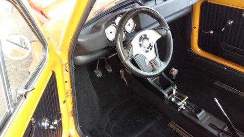 interno di un auto sportiva