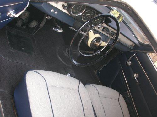 auto d`epoca con volante sottile