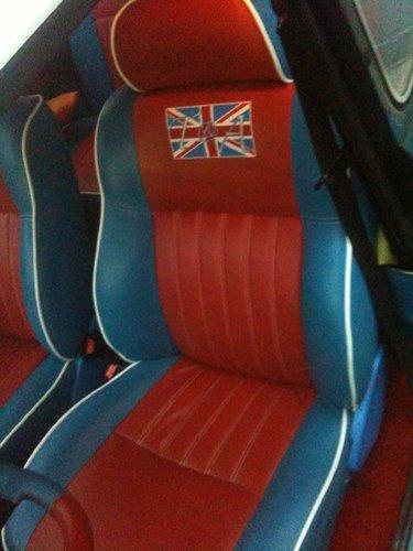 interni rossi e blu con raffigurata la bandiera inglese