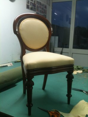 Riparazione e rifacimento di divani in tessuto e in pelle