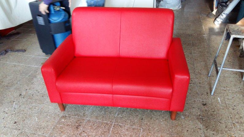 divano due posti rosso