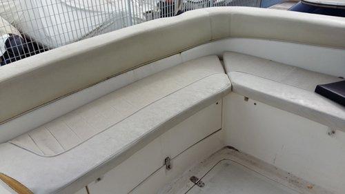divanetto per interni di una imbarcazione