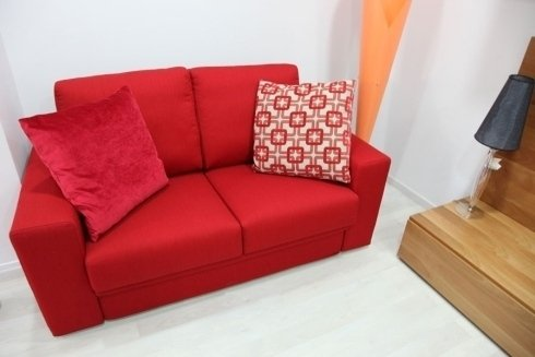 divano rosso due posti