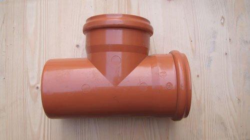 un tubo arancione