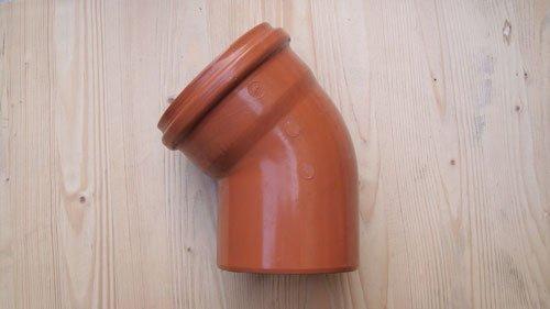 un tubo arancione curvo