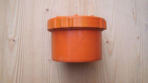 il tappo arancione di un tubo