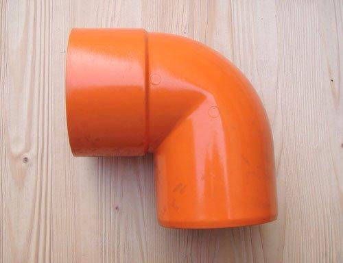 un tubo arancione di piccole dimensioni