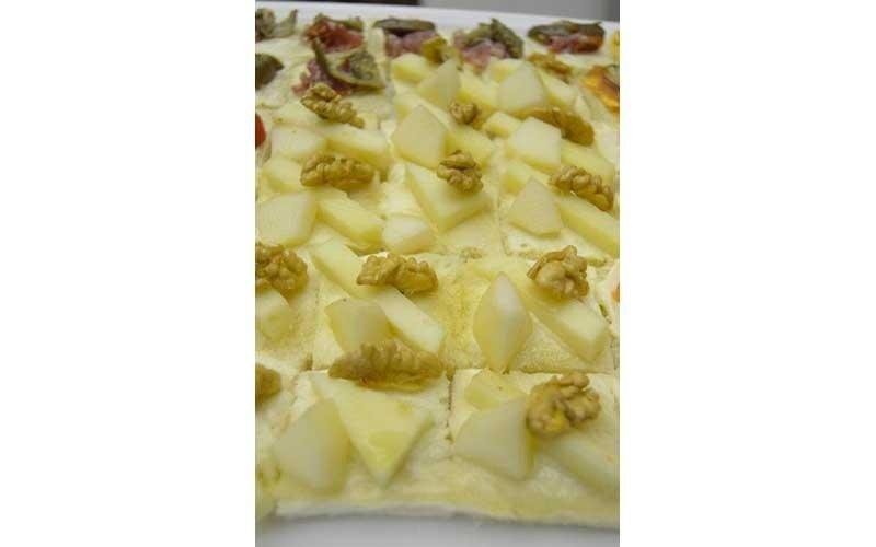 tartine formaggio, pere e noci