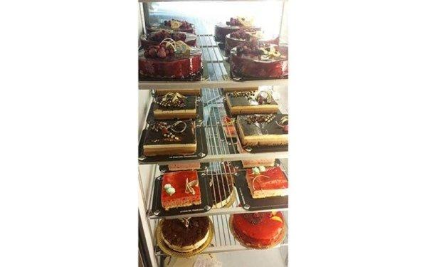 torte esposte di vario tipo