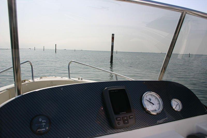 sala comandi di una barca