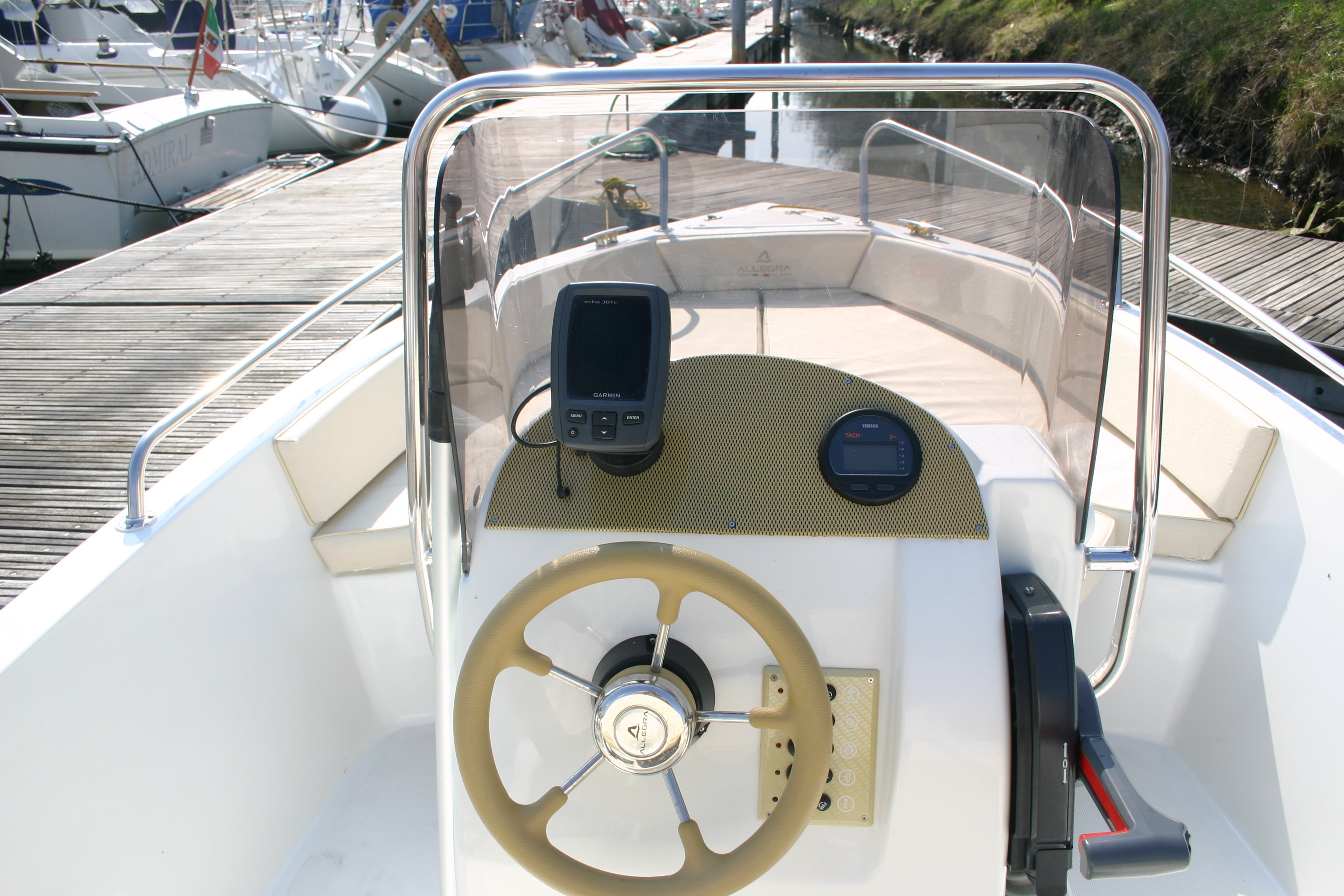 Timone della barca Allegra 530