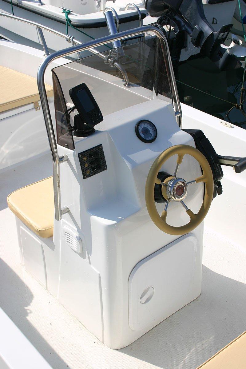 Timone della barca Allegra 430