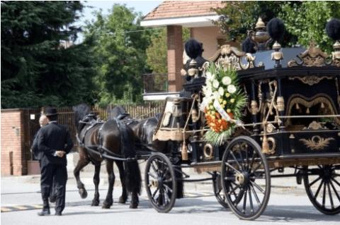 Onoranze funebri a cavallo