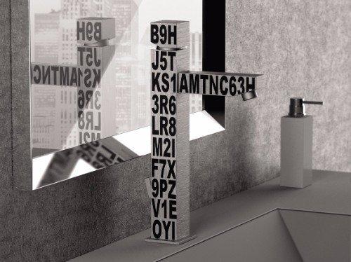 un rubinetto da lavabo in acciaio con sopra delle lettere e numeri scritti