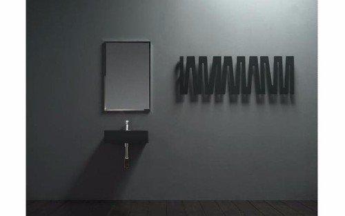 uno specchio rettangolare a muro in un bagno