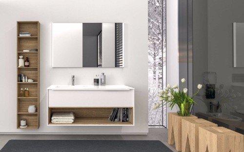 un mobile da lavabo in legno di color bianco e accanto un mobile in legno con delle mensole