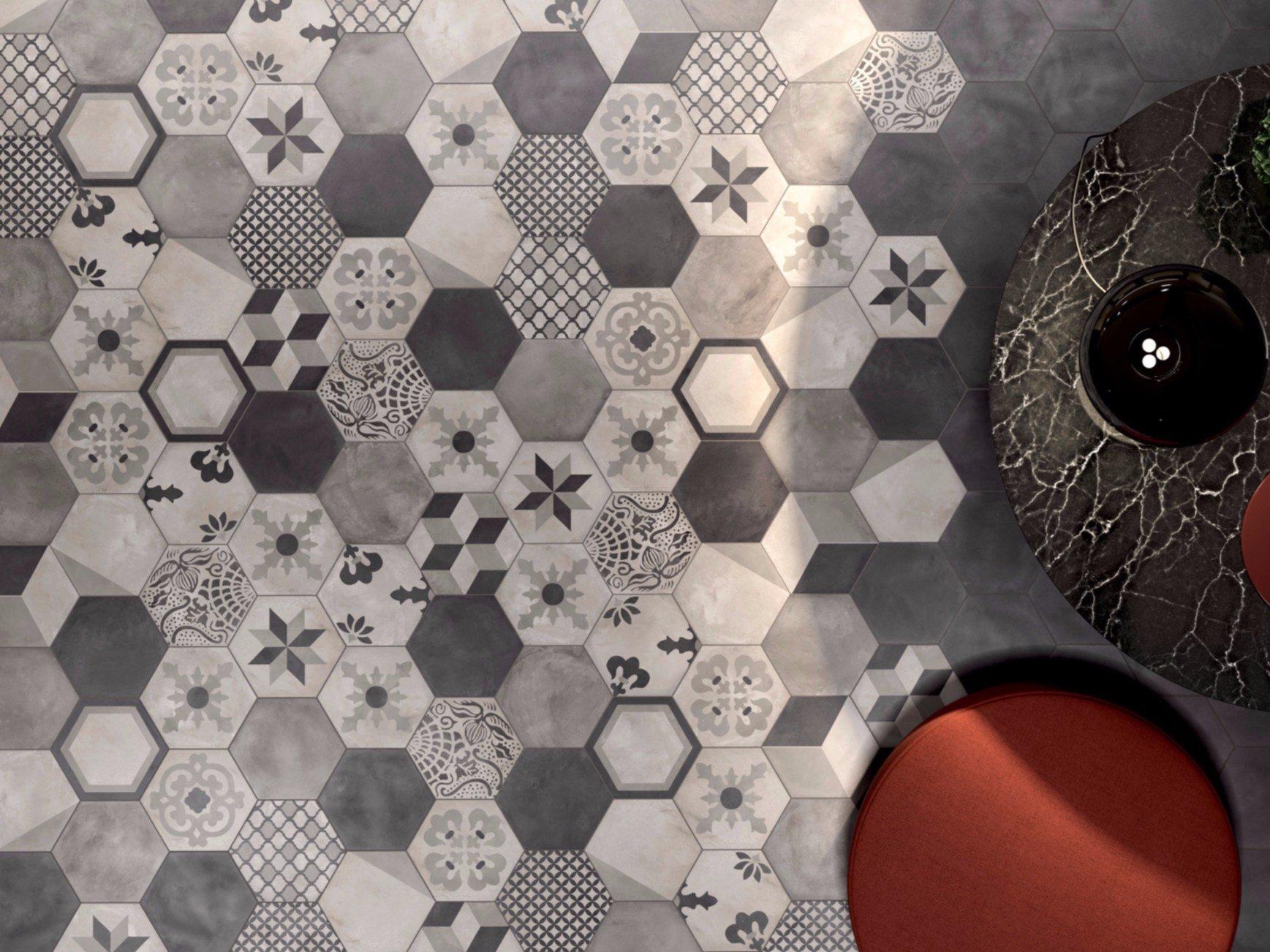 un pavimento con le piastrelle a forma ottagonale di color grigio con dei disegni