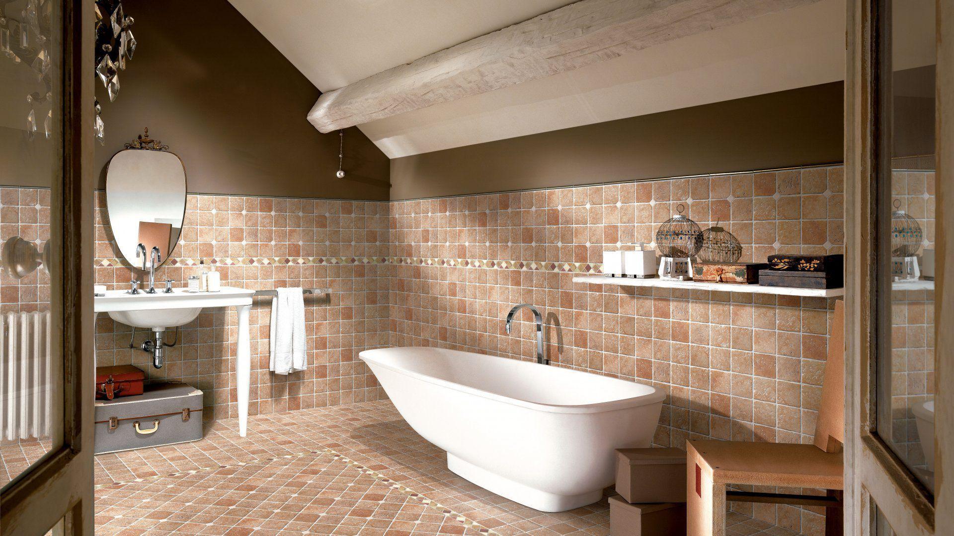 un bagno con una vasca , muri e pavimenti di color bianco