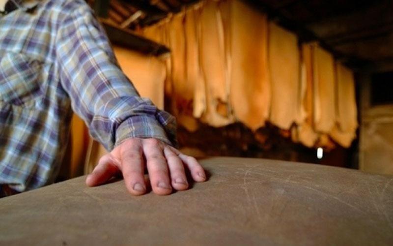 Lavorazione artigianale pellame