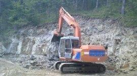 escavatori gommati, autocarri ribaltabili, tubature