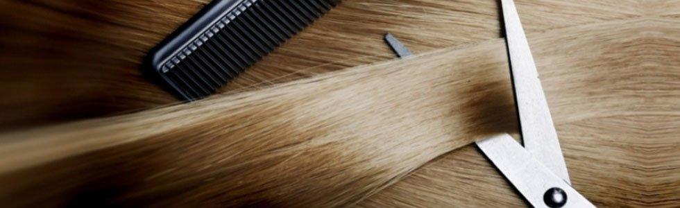 taglio di una ciocca di capelli