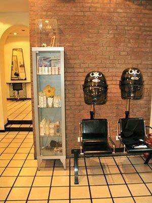 poltrone con macchinari per permanente ai capelli