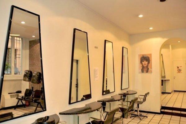specchi nel salone