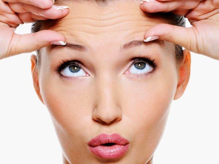 donna con rughe sulla fronte