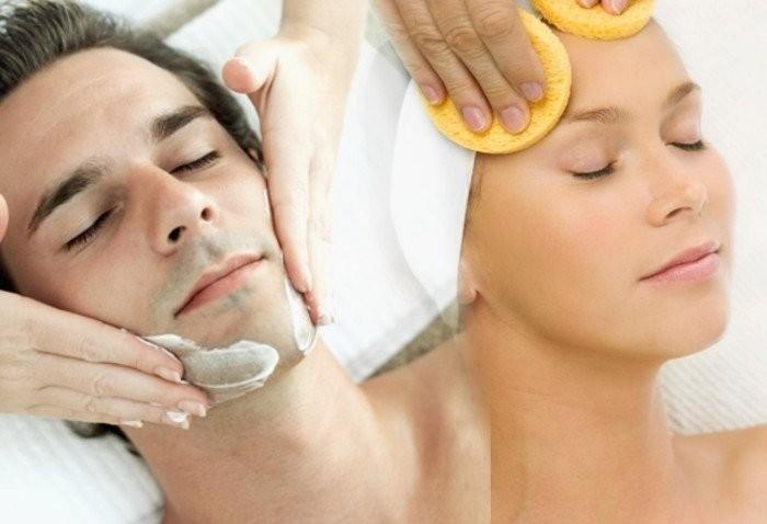 uomo e donna durante trattamento viso