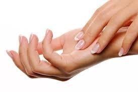 Dettagli di una mano femminile