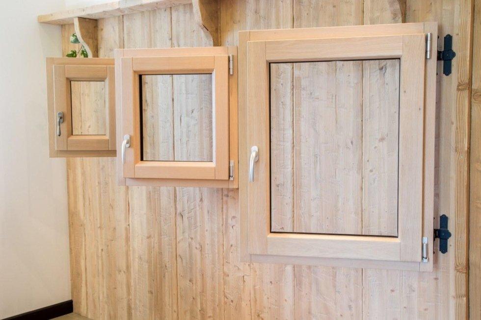 infissi in legno chiaro