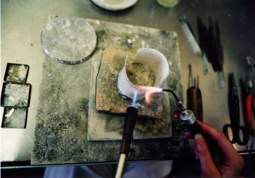 Expert making jewellery