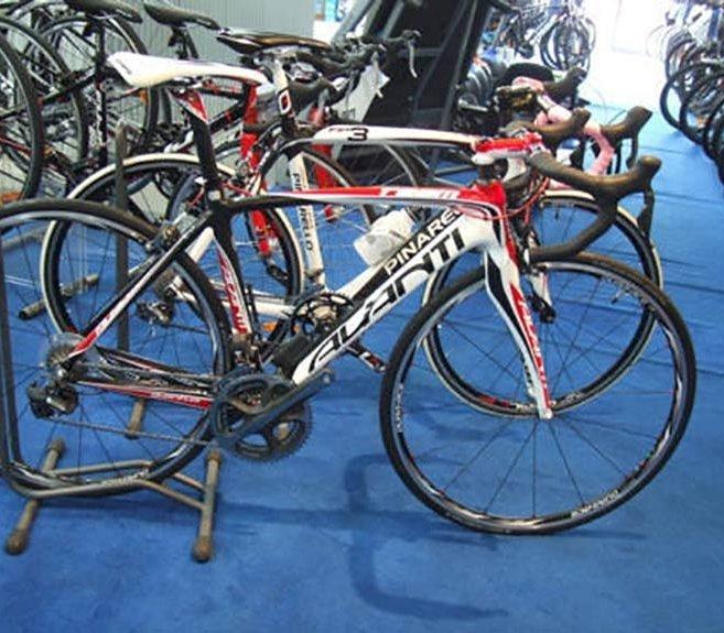white-stripes-bikes