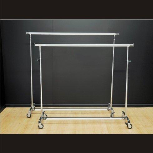 Stender pieghevole con base in tubo quadro. Stender pieghevole e regolabile con base in tubo quadro.