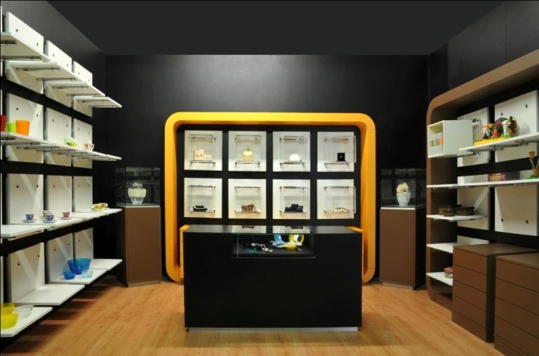 Arredamento negozi brescia lumezzane val trompia linkar for Negozi arredamento brescia