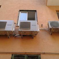 impianti di climatizzazione sulla facciata esterna di un appartamento