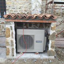 climatizzatore all'esterno di una casa