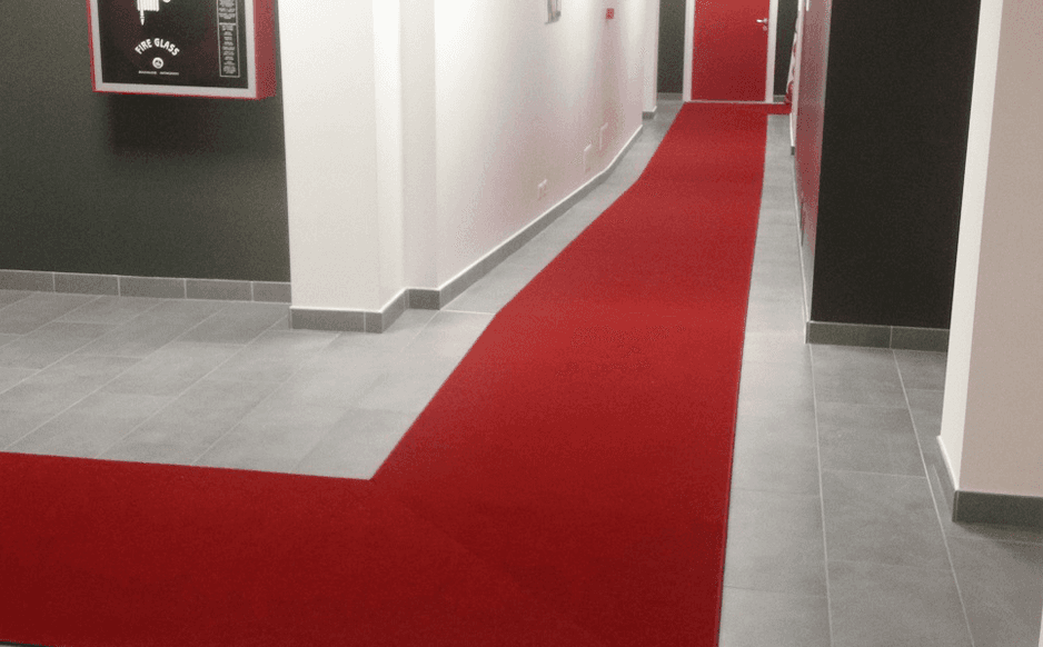 passatoia rossa corridoio