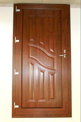 porta di entrata intarsiata in legno